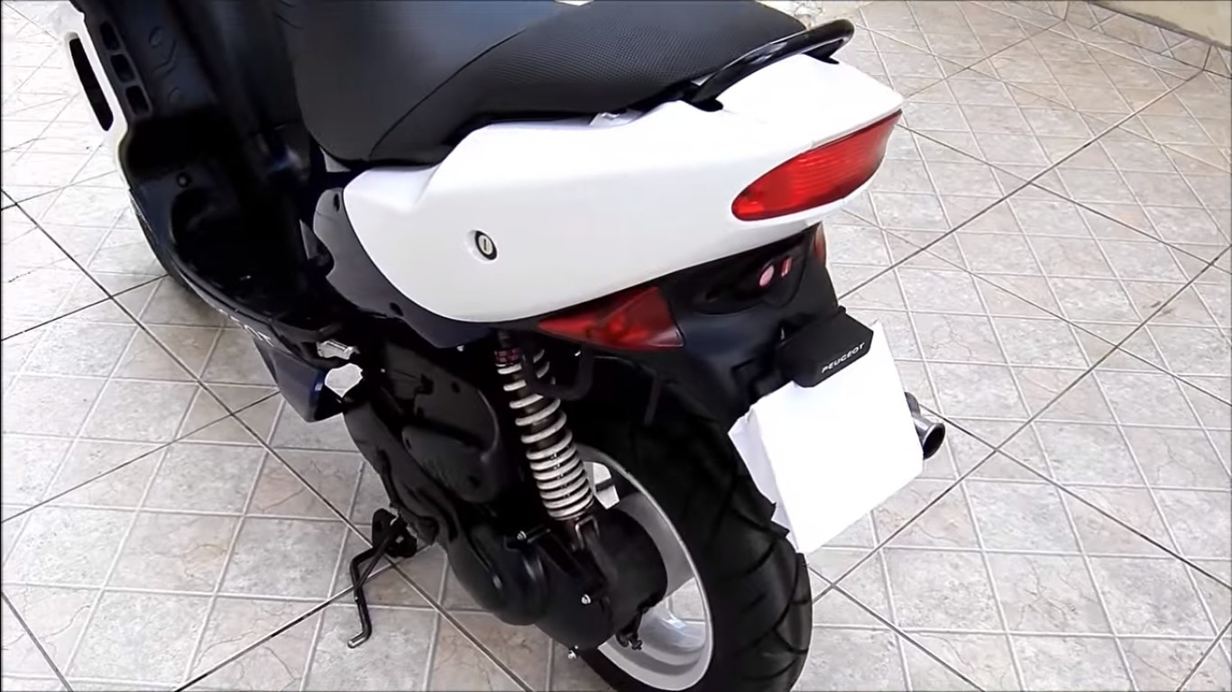Задний амортизатор скутера